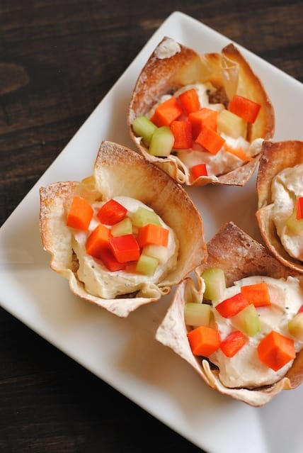 Veggie Pizza Wonton Cups - An elegant and easy party appetizer alternative to veggies and ranch dressing. | foxeslovelemons.com