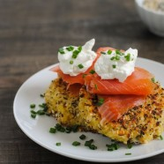 Everything Bagel Quinoa Cakes with Smoked Salmon & Crème Fraîche - Crispy quinoa patties perfect for breakfast, brunch, lunch or a light dinner!