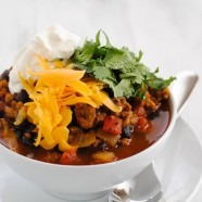 "Vegetarian ""Chorizo"" & Black Bean Chili - A hearty and healthy chili made with chorizo-flavored seitan that will fool even the biggest meat lovers!"