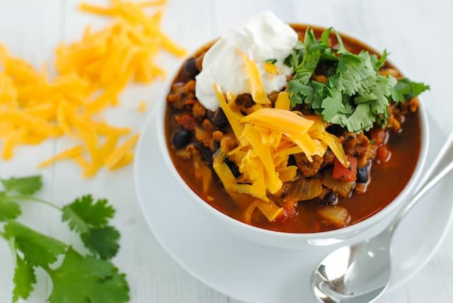 "Vegetarian ""Chorizo"" & Black Bean Chili - A hearty and healthy chili made with chorizo-flavored seitan that will fool even the biggest meat lovers! 