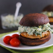 Spinach-Artichoke Turkey Burgers on Pumpernickel Rolls | www.foxeslovelemons.com