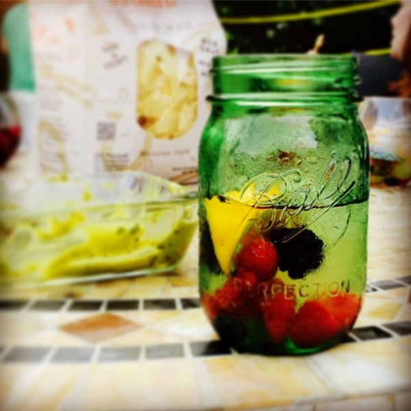 Sangria Party Week 2014 - Everything you need to know to plan your own backyard sangria party! | foxeslovelemons.com