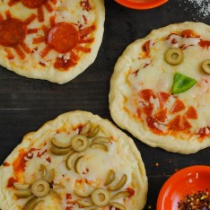 Creepy Mini Pizzas - A spooky but delicious Halloween treat for kids of all ages!   foxeslovelemons.com