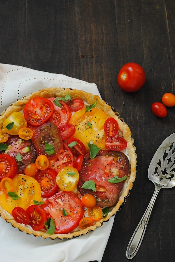 Heirloom Tomato Tart - A beautiful savory tart layered with a ricotta, blue cheese and fresh tomatoes. | foxeslovelemons.com